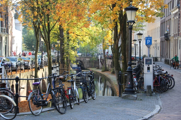 bikes along the Nieuwegracht
