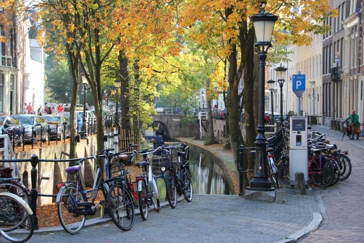 bikes along the Nieuwegracht